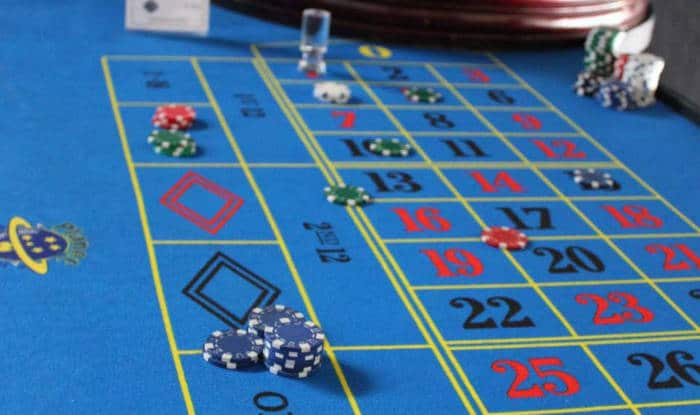 How to Bet on a Roulette Table & Win