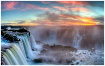 Air Terjun Iguazu di Argentina.