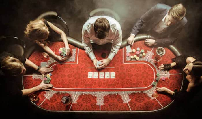 The Difference Between Online Poker and Playing in Live Tournaments