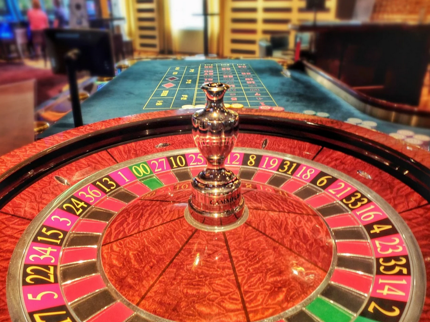 Cammegh roulette wheel with double zero