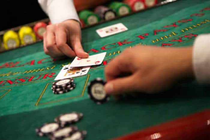 Is Roulette a Good Casino Game to Play Compared to Blackjack?