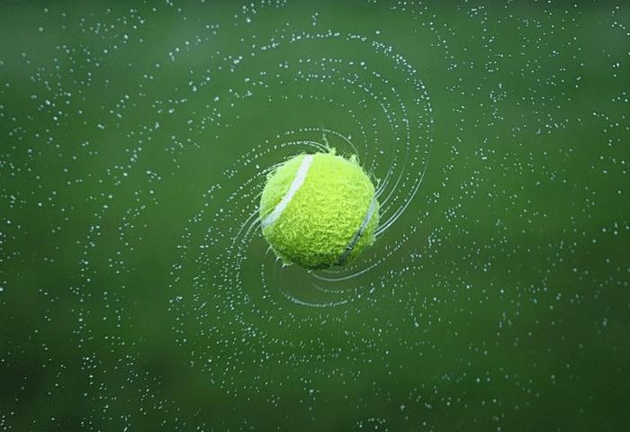 Bola tenis berputar