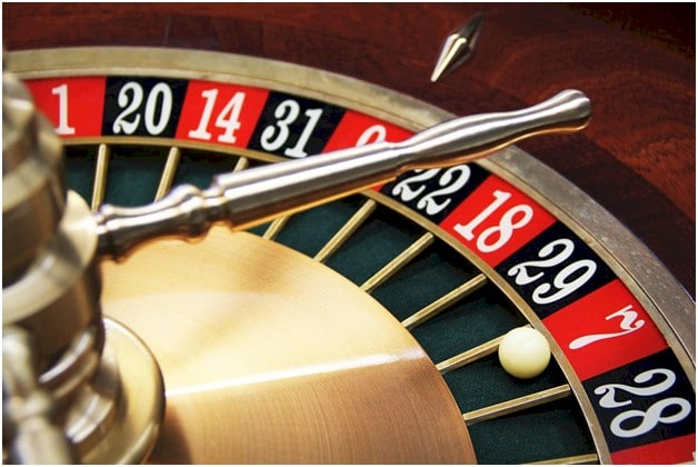 The Similarities and Differences Between Roulette and Slots